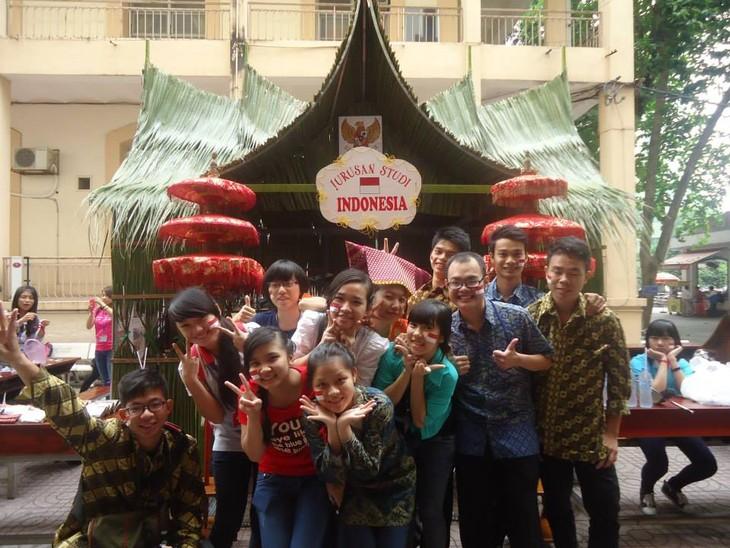 Kalangan muda Viet Nam dengan bahasa Indonesia - ảnh 2