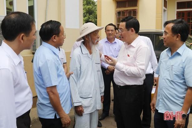 Deputi PM Viet Nam, Vuong Dinh Hue melakukan kontak dengan para pemilih - ảnh 1