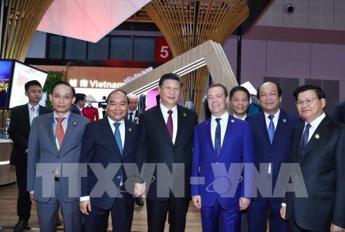PM Viet Nam, Nguyen Xuan Phuc menghadiri Pekan Raya Impor Internasional Tiongkok yang pertama - ảnh 1