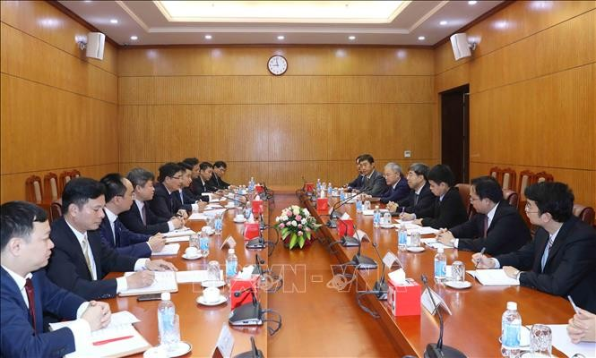 Departemen Ekonomi KS PKV dan Pusat Penelitian Perkembangan dari Dewan Negara Tiongkok memperkuat kerjasama - ảnh 1