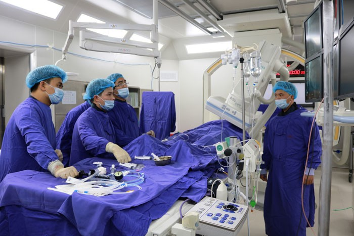 Mengembangkan rumah sakit satelit untuk meningkatkan kesempatan pergi periksa dan berobat untuk warga dari basis - ảnh 1