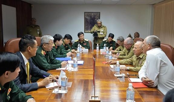Letnan Jenderal Nguyen Chi Vinh melakukan kunjungan resmi di Kuba - ảnh 1