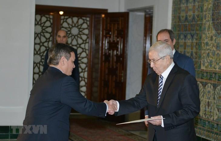 Presiden Aljazair ingin memperkuat hubungan dengan Vietnam - ảnh 1