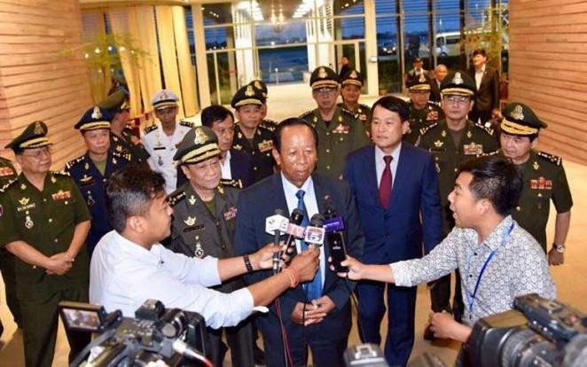 Kalangan politisi Kamboja memberikan reaksi terhadap pernyataan PM Singapura  - ảnh 1
