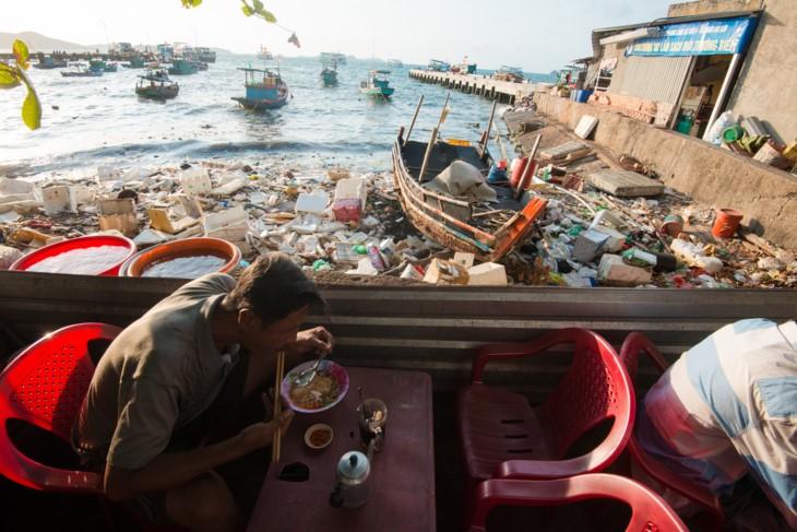 """""""Selamatkanlah laut"""" – hanya bertindak, barulah bisa menciptakan perubahan - ảnh 10"""
