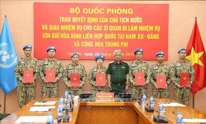 Ada lagi 7 perwira Vietnam yang menerima tugas menjaga perdamaian PBB - ảnh 1