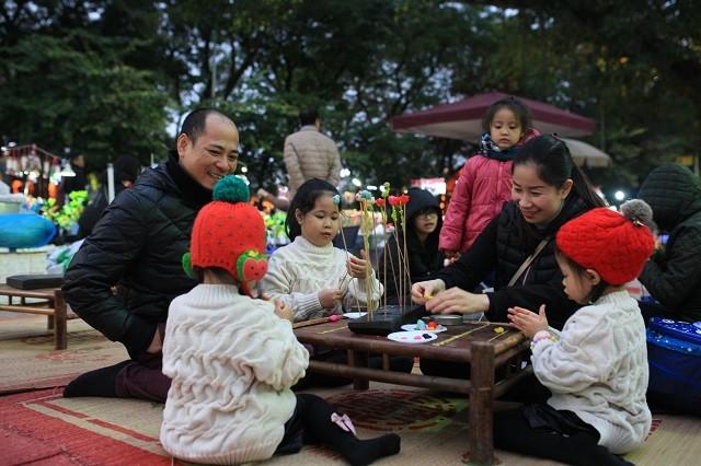 """Hari Keluarga Vietnam 28/6: Mencanangkan sayembara foto: """"Kebahagiaan Keluarga Vietnam"""" - ảnh 1"""