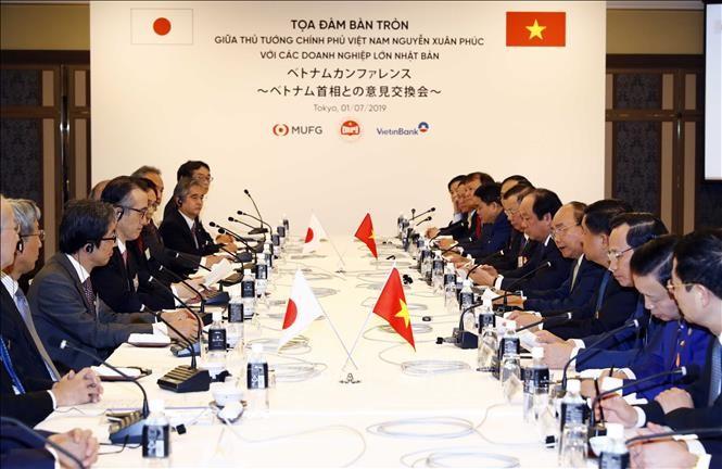 PM Nguyen Xuan Phuc melakukan pertemuan dengan Grup-grup papan atas Jepang - ảnh 1