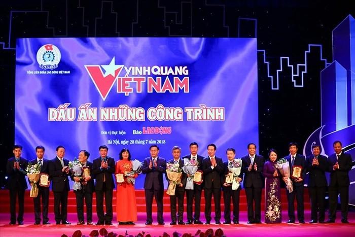 """Memuliakan 19 kolektif dan perseorangan dalam Program """"Jayalah Vietnam"""" yang ke-15 - ảnh 1"""