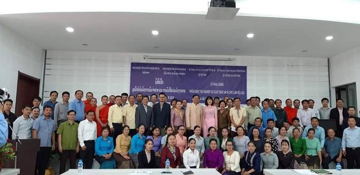 Menatar kejuruan penerbitan untuk pejabat Laos - ảnh 1
