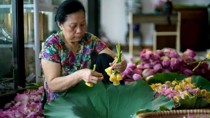 Teh beraroma teratai Danau Tay – Intisari orang Kota Hanoi - ảnh 15