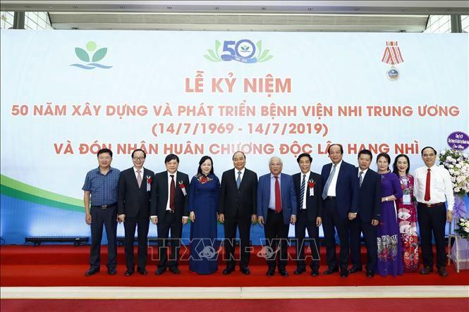 PM Vietnam, Nguyen Xuan Phuc: Rumah Sakit Anak-Anak Pusat harus menjadi alamat pengobatan papan atas tentang ilmu kesehatan anak - ảnh 1