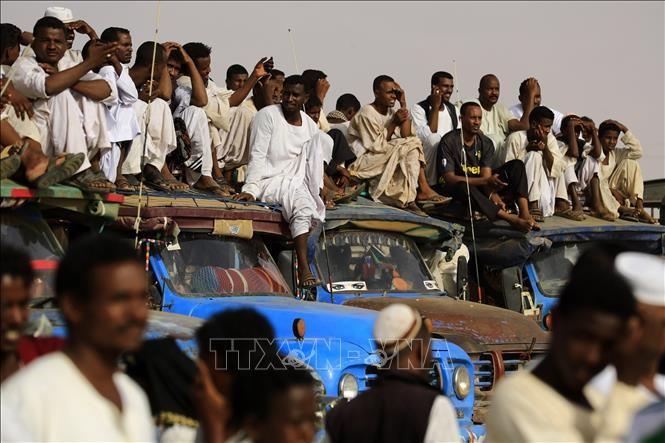 Sudan: Dewan militer transisi terus melakukan perundingan dengan pihak koalisi oposisi - ảnh 1