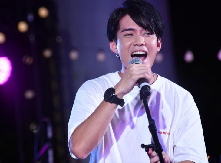 Foto 22 kontestan yang akan berkompetisi dalam babak semi-final Kontes Suara Nyanyian ASEAN+3 tahun 2019 - ảnh 9