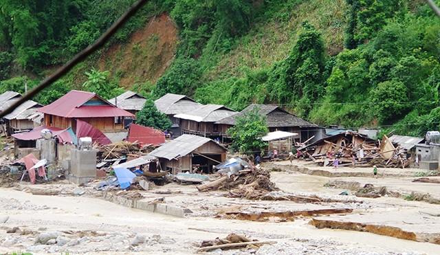 Aktif memusatkan kekuatan dan peralatan untuk mengatasi akibat taufan dan banjir - ảnh 1