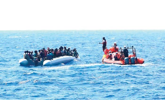 Masalah migran: Ada lagi banyak orang yang diselamatkan di lepas pantai Libia - ảnh 1