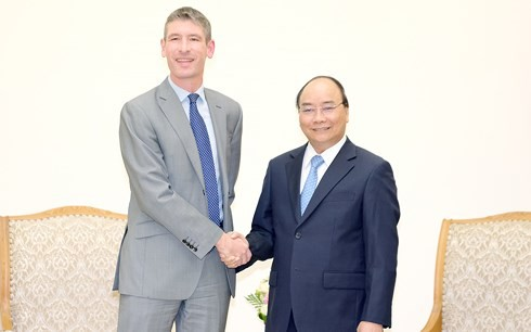 PM Phuc talks with Danish PM, receives UK ambassador - ảnh 2