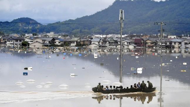 37 dead, 50 missing as heavy floods hit Japan  - ảnh 1