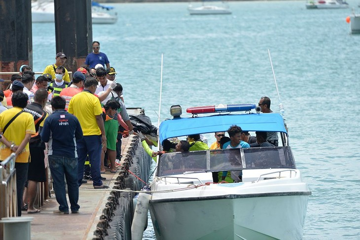 Thais fear 'no chance' of more survivors from tourist boat - ảnh 1