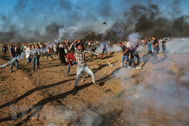 Israeli troops kill Palestinian at Gaza border protest - ảnh 1