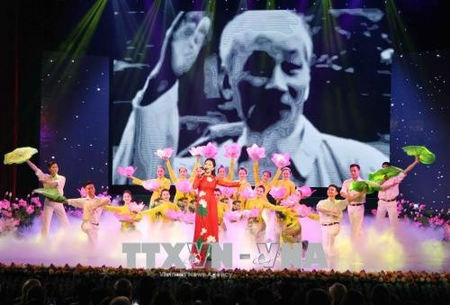 Art performance celebrates 49 years of Ho Chi Minh's testament - ảnh 2