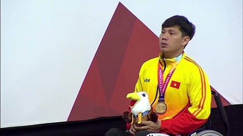Swimmer Vo Thanh Tung breaks records at Asian Para Games 2018 - ảnh 1