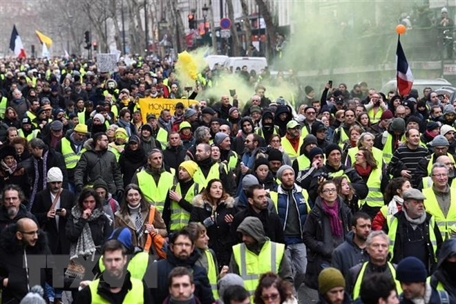 French 'yellow vest' matches continue for 13th week - ảnh 1