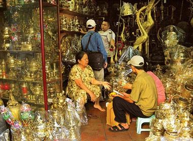 Восстановление традиционного промысла бронзового литья в деревне Дайбай - ảnh 4