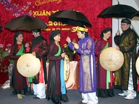В посольствах СРВ проходят мероприятия, посвящённые Новогоднему празднику - ảnh 1