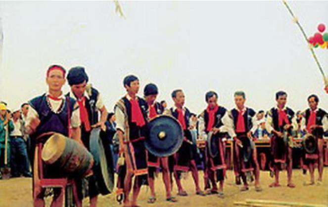 Традиционная одежда народности Эде - ảnh 2