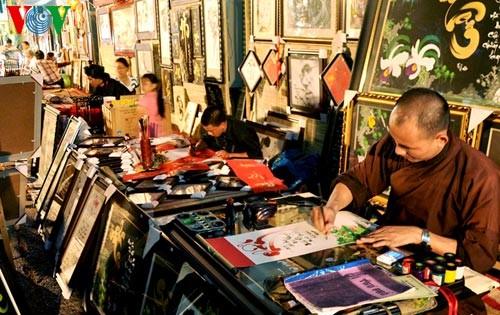 Искусство каллиграфии на улицах Сайгона в предновогодние дни   - ảnh 11