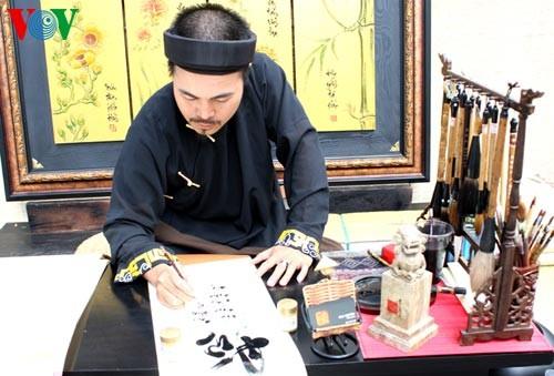 Искусство каллиграфии на улицах Сайгона в предновогодние дни   - ảnh 2