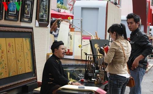 Искусство каллиграфии на улицах Сайгона в предновогодние дни   - ảnh 3