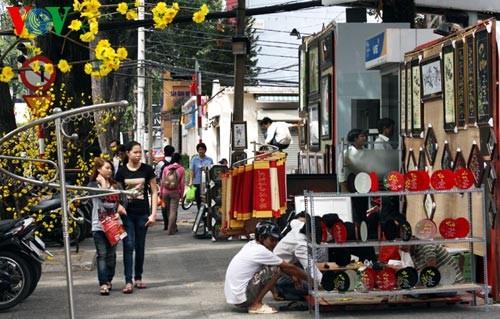 Искусство каллиграфии на улицах Сайгона в предновогодние дни   - ảnh 9
