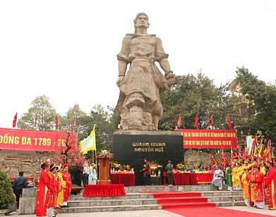 Паломничество на холм Донгда в начале Нового года  - ảnh 1