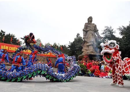 Паломничество на холм Донгда в начале Нового года  - ảnh 2