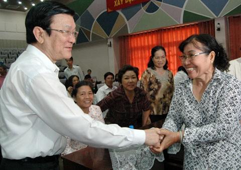 Встреча президента Чыонг Тан Шанга  с избирателями 4-го района города Хошимина - ảnh 1