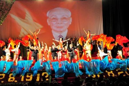 Отмечается столетие со дня рождения председателя Госсовета Вьетнама Во Чи Конга - ảnh 1