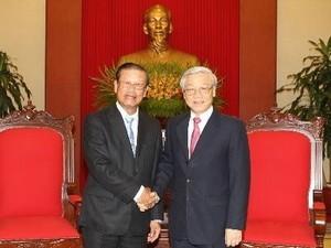 Генеральный секретарь ЦК КПВ Нгуен Фу Чонг принял вице-премьера Лаоса - ảnh 1