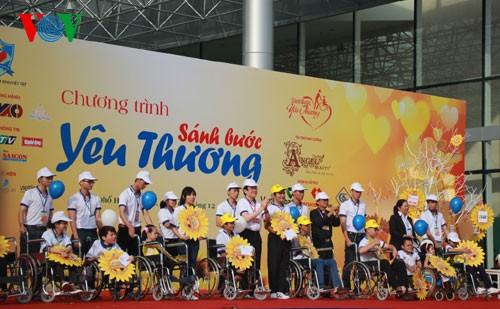 Участие президента СРВ в марше за детей-инвалидов - ảnh 2