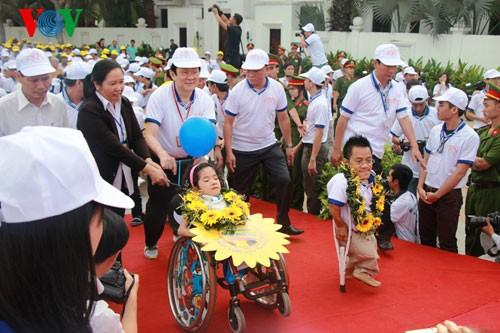 Участие президента СРВ в марше за детей-инвалидов - ảnh 6