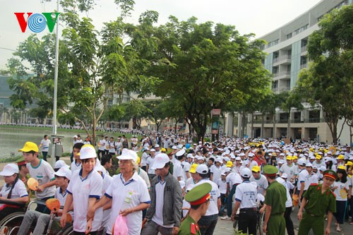 Участие президента СРВ в марше за детей-инвалидов - ảnh 8