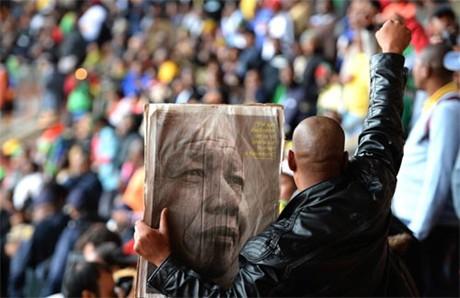 Жители ЮАР и мировые лидеры приняли участие в церемонии прощания с Манделой - ảnh 2