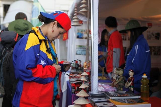 Вьетнам принимает участие в 18-м всемирном фестивале молодёжи и студентов - ảnh 7
