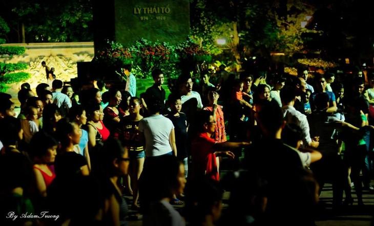 Уличная сальса – здоровое развлечение для ханойской молодёжи - ảnh 2