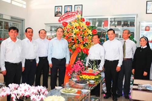 Глава ЦК ОФВ Нгуен Тхиен Нян поздравил католиков с наступающим Рождеством - ảnh 1