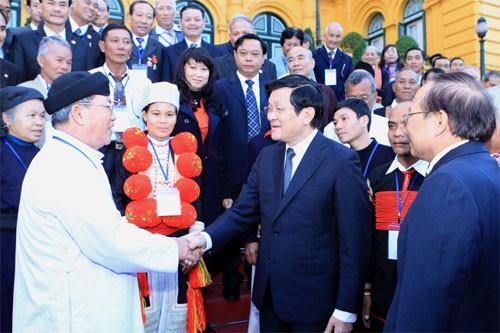 Президент СРВ Чыонг Тан Шанг встретился с представителями лучших культурных семей страны - ảnh 1