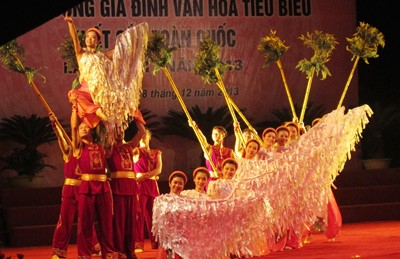 В Ханое во второй раз чествовались лучшие культурные семьи 2013 года - ảnh 1