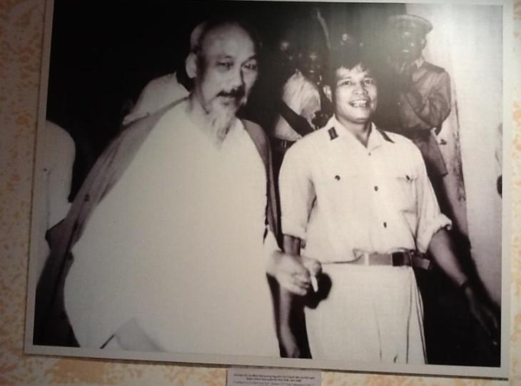 В Ханое открылась выставка «Жизнь и карьера генерала армии Нгуен Чи Тханя» - ảnh 1