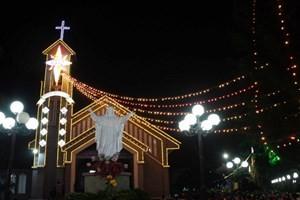 Руководители городов и провинций страны навещают католиков в связи с наступающим Рождеством - ảnh 1
